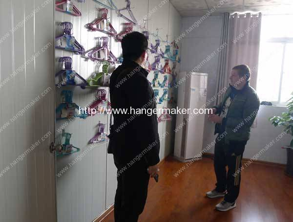 russia-customer-visit-our-hanger-display-room