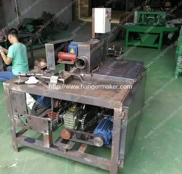 Wooden-Hanger-Machine-in-Manufacturing